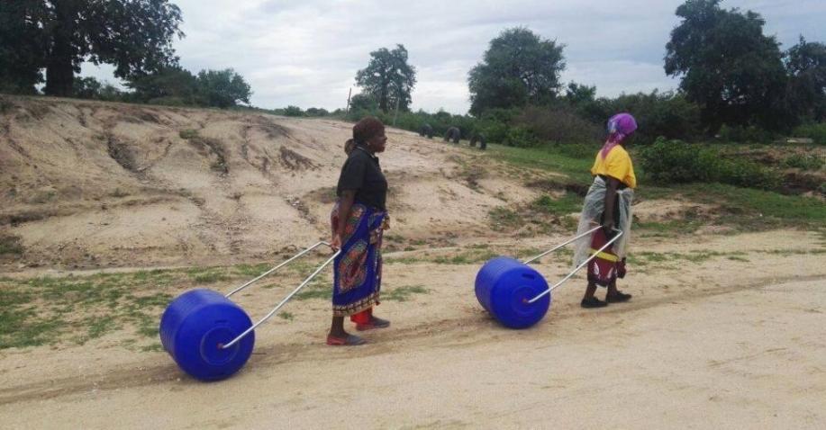 Der Hippo Roller erleichtert das Wassersammeln (Video)