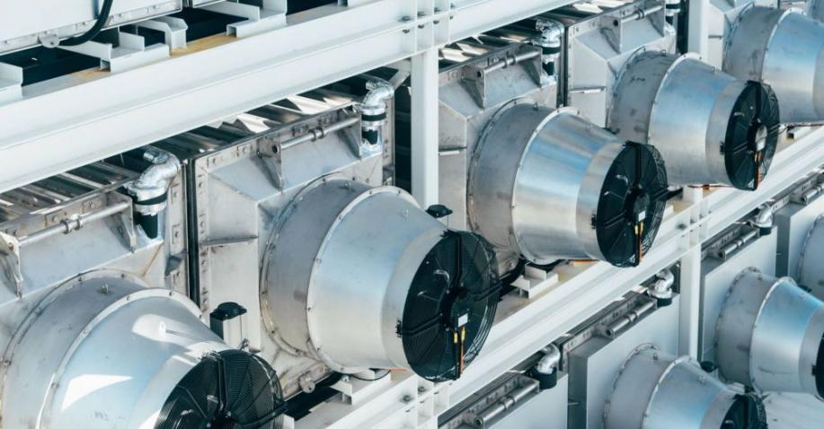 Climeworks-Anlage zieht tonnenweise CO2 aus der Luft (Video)